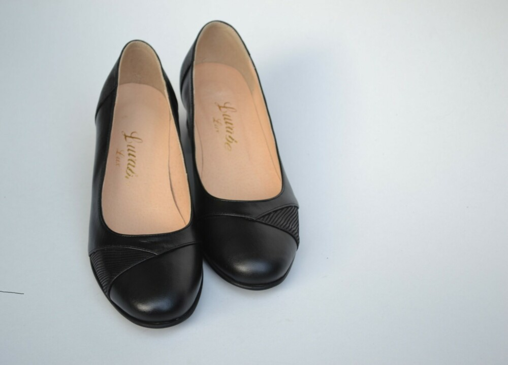 Pantofi negri din piele naturala