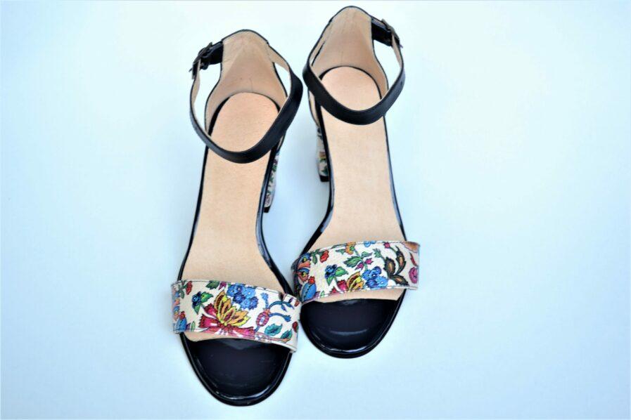 Pantofi bleumarin din piele naturala cu imprimeu floral