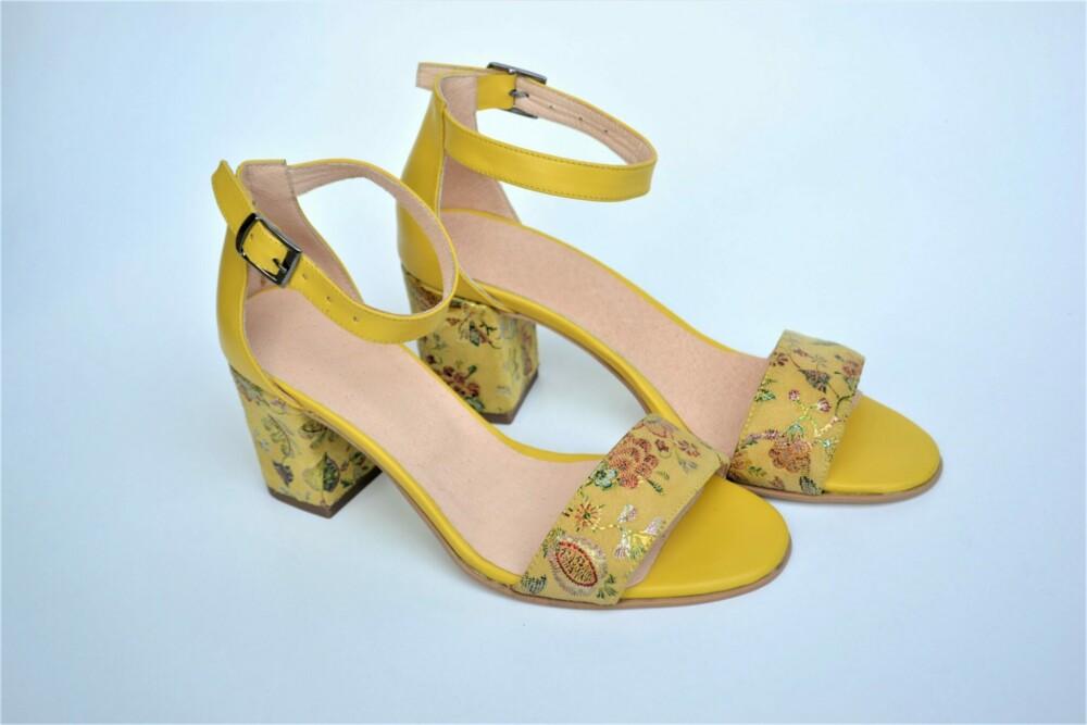 Sandale galbene din piele naturala cu imprimeu floral