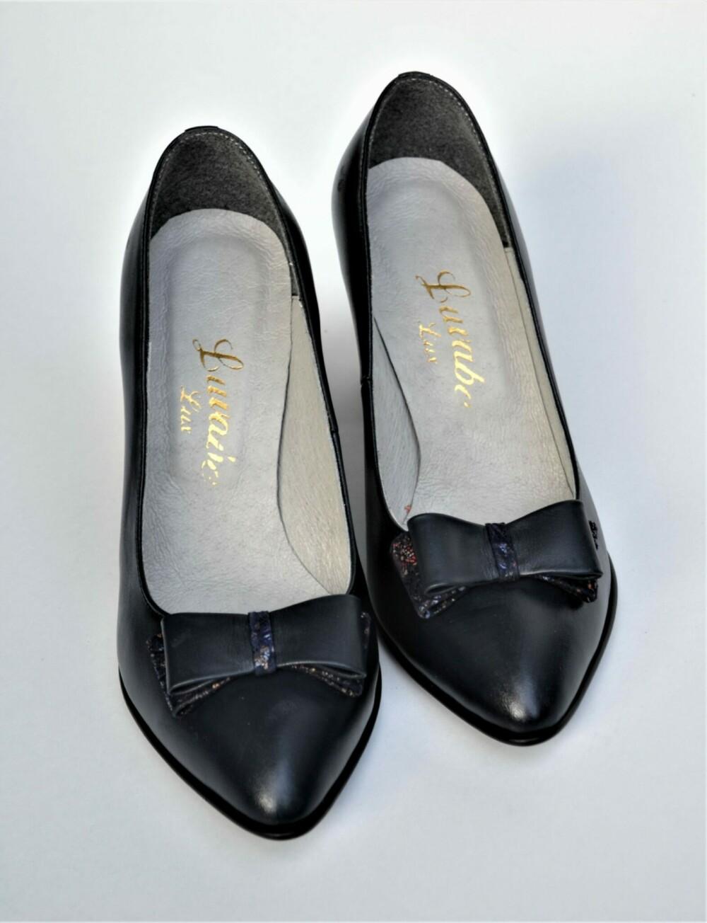 Pantofi bleumarin din piele naturala cu imprimeu