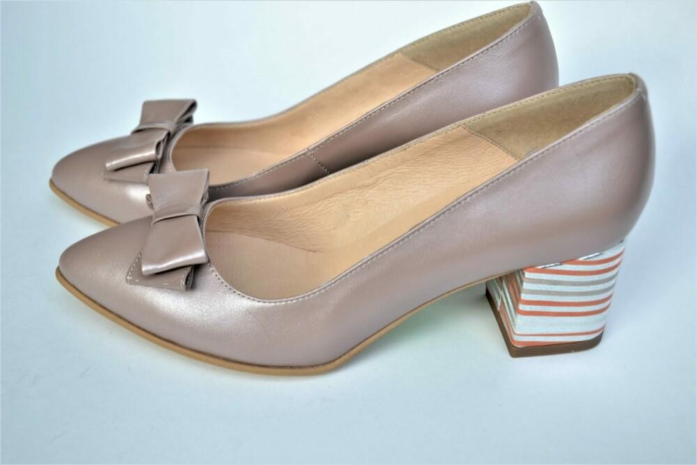 Pantofi nude din piele naturala cu toc deosebit