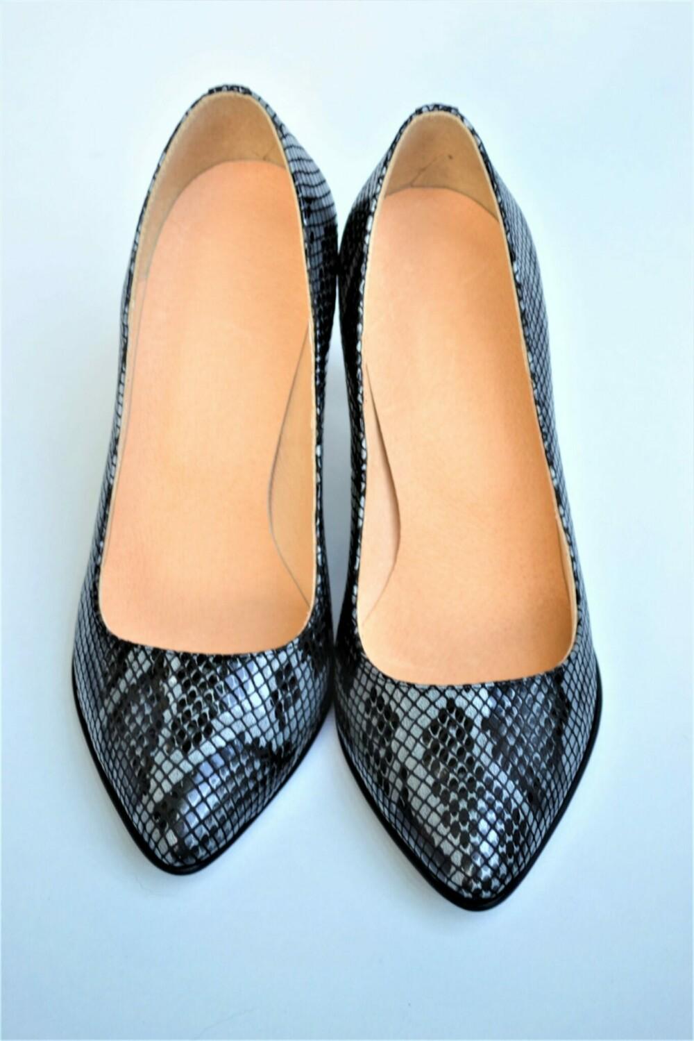 Pantofi negri din piele naturala cu imprimeu piele de sarpe
