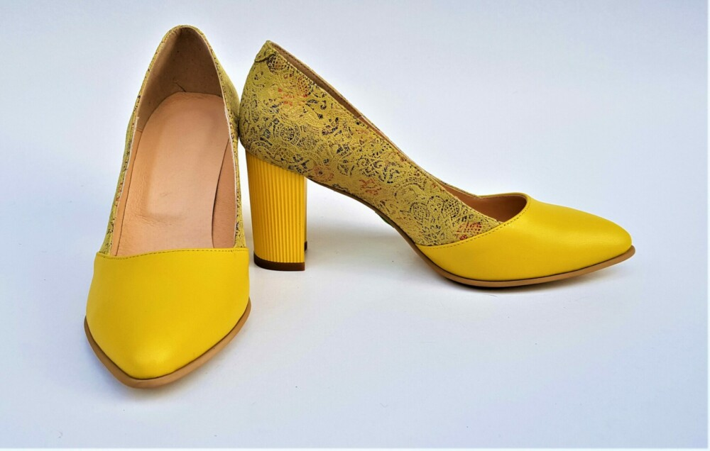 Pantofi galbeni din piele naturala cu imprimeu