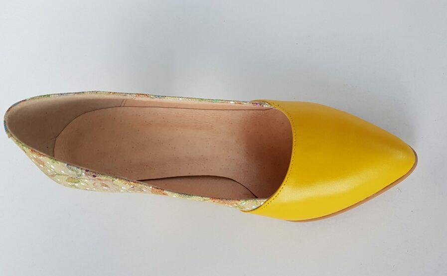 Pantofi galbeni din piele naturala cu imprimeu floral