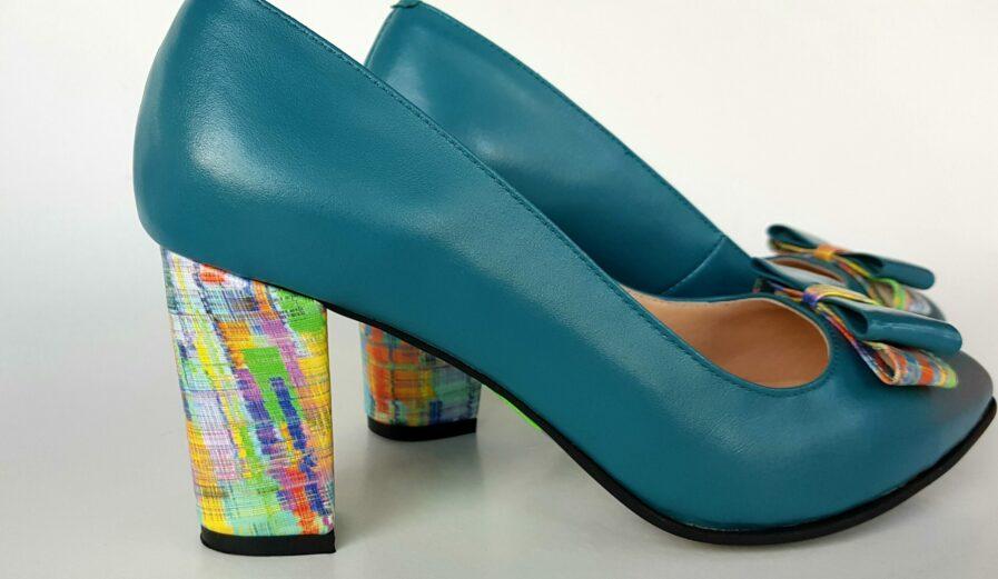 Pantofi bleu din piele naturala cu toc deosebit