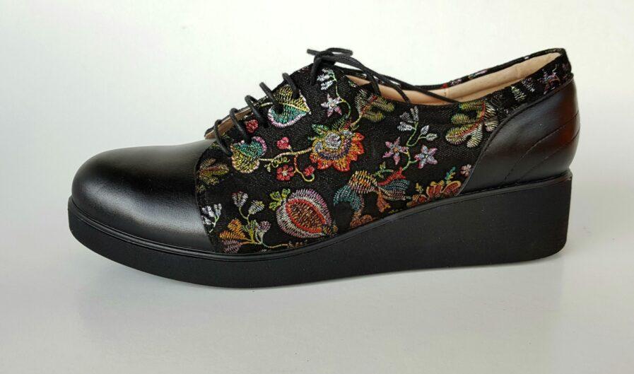 Pantofi negri din piele naturala cu imprimeu floral