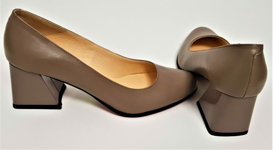 Pantofi gri din piele naturala cu toc gros