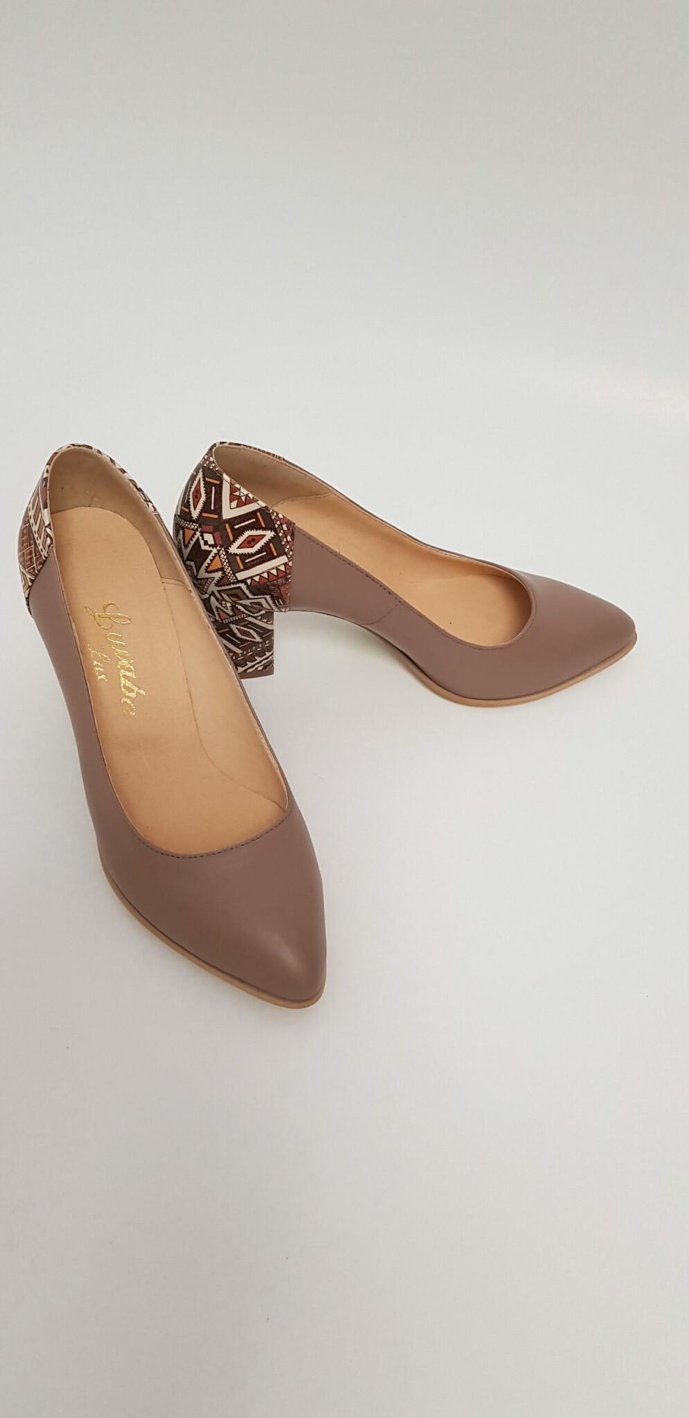 Pantofi bej din piele naturala