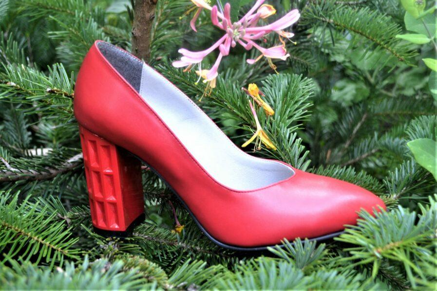 Pantofi rosii din piele naturala cu toc geometric