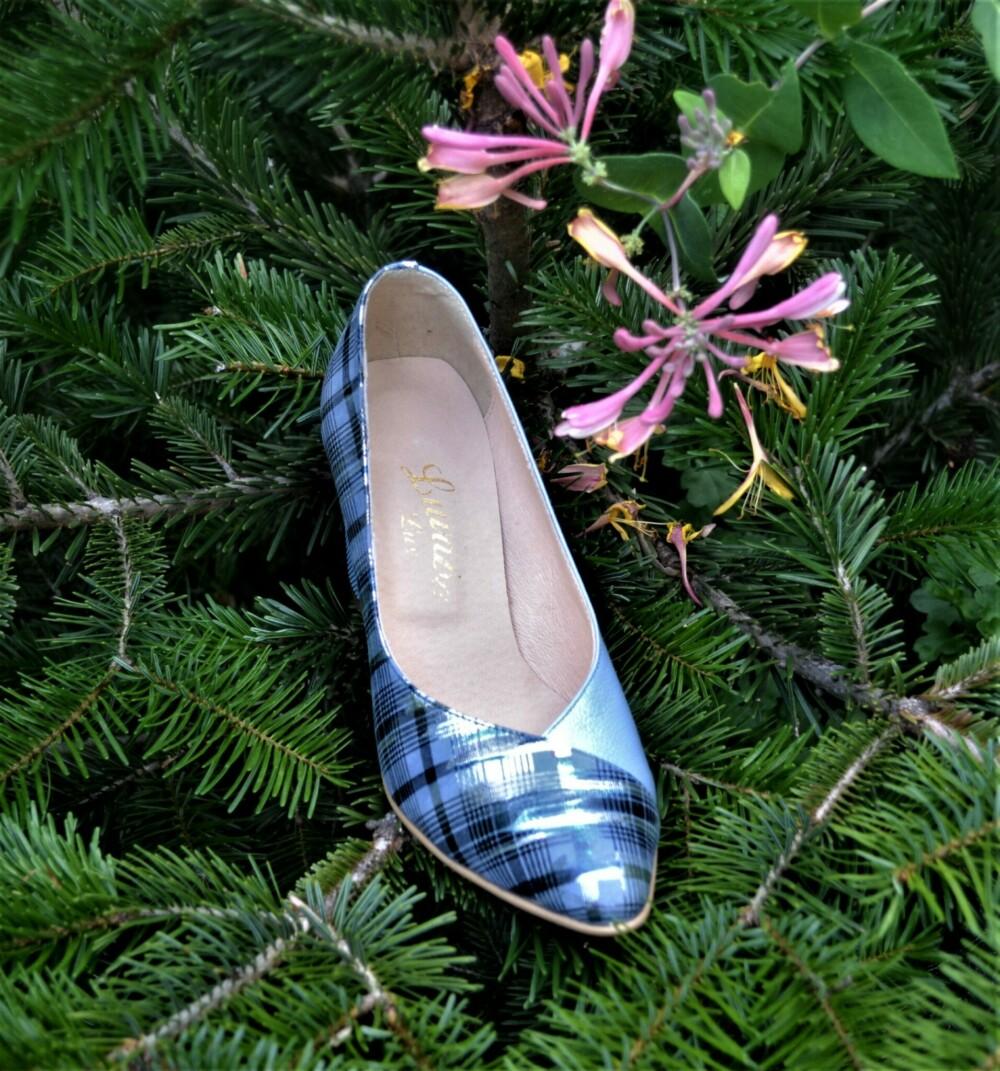 Pantofi din piele naturala cu toc gros