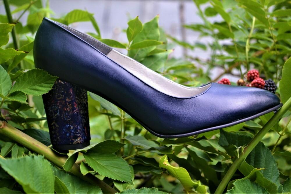Pantofi bleumarin din piele naturala cu toc deosebit