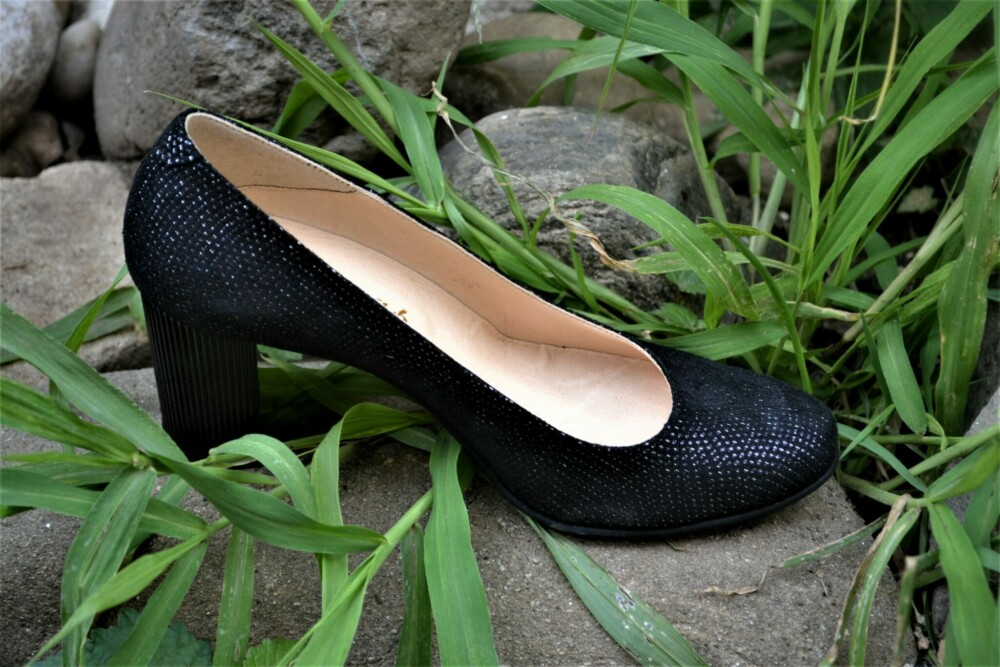 Pantofi negri din piele naturala cu picatele