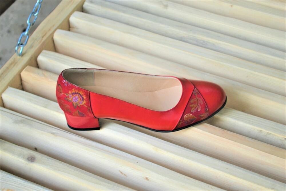Pantofi rosii din piele naturala cu toc mic