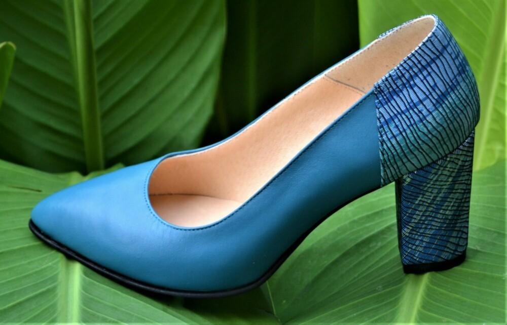 Pantofi albastri din piele naturala cu toc deosebit