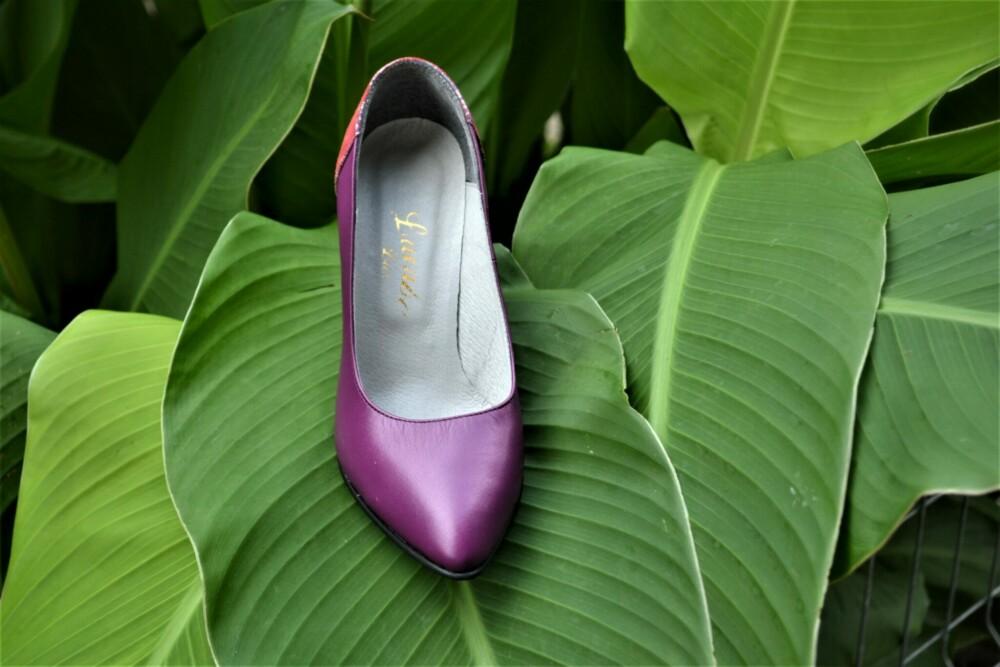Pantofi mov din piele naturala cu toc deosebit