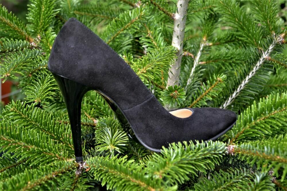 Pantofi negri din piele naturala catifelata