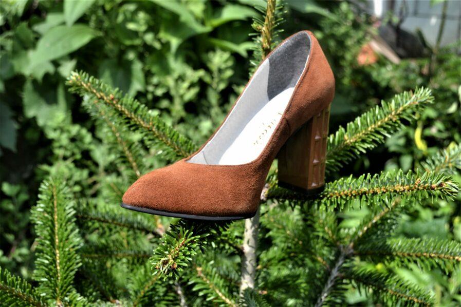 Pantofi maro din piele naturala catifelata
