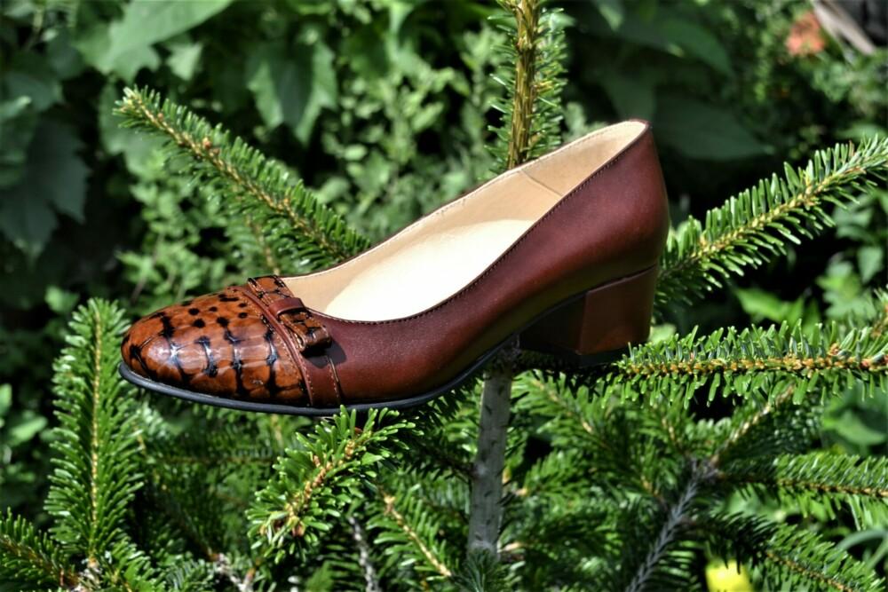 Pantofi maro din piele naturala