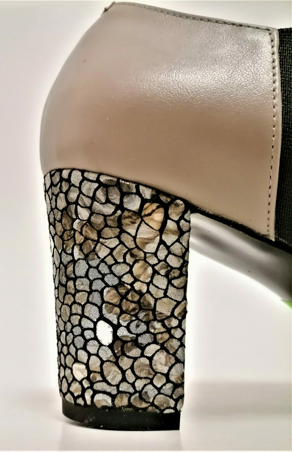 Pantofi bej din piele naturala cu toc imprimeu sarpe
