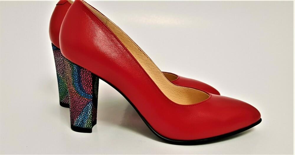 Pantofi rosii din piele naturala cu toc deosebit