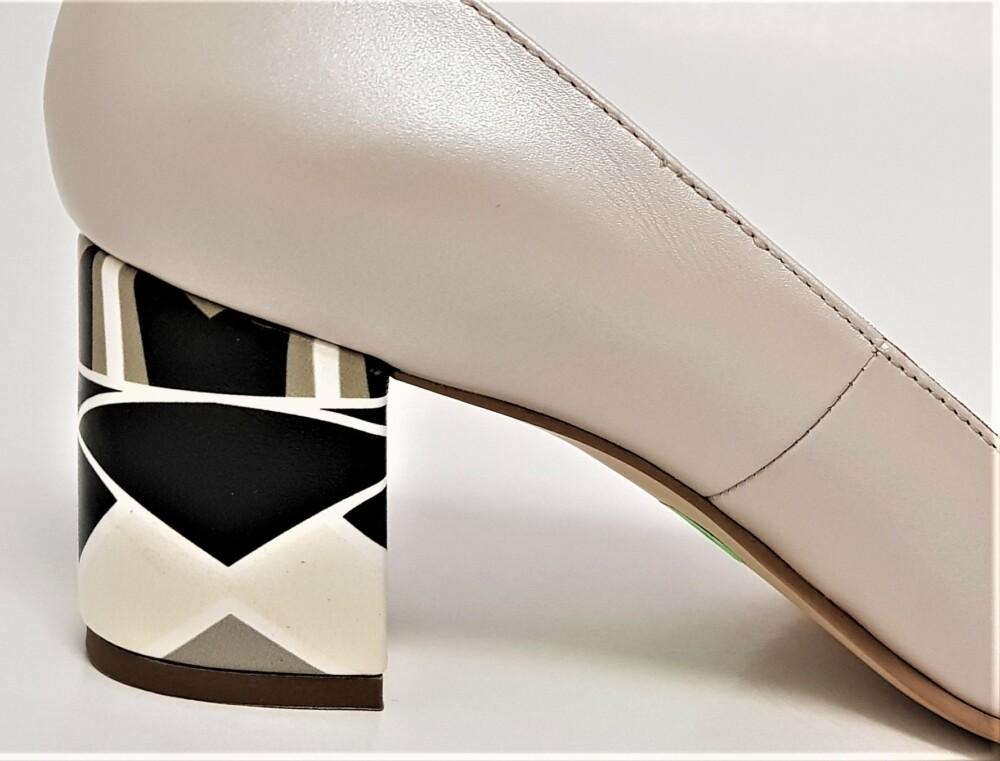 Pantofi cappuccino din piele naturala cu toc deosebit