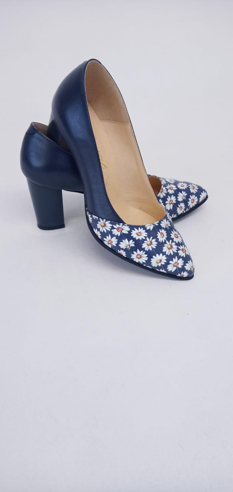 Pantofi albastri din piele nautrala cu imprimeu floral