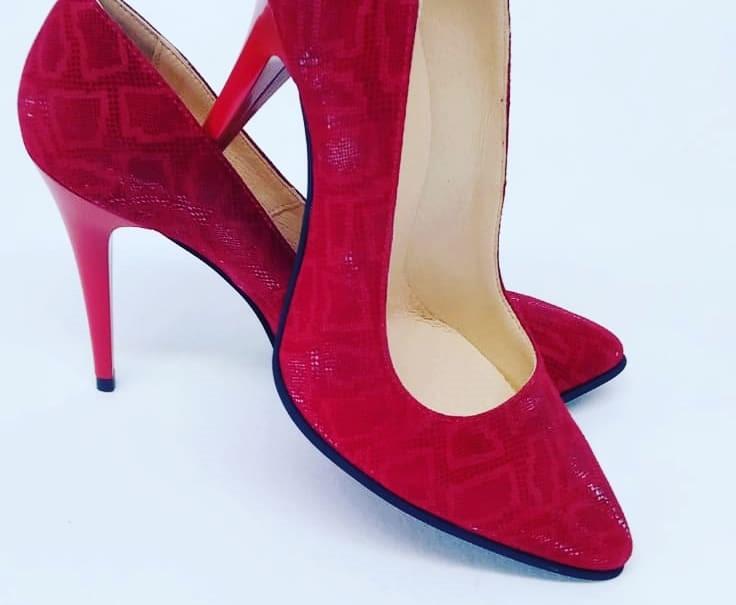 Pantofi rosii cu toc din piele naturala