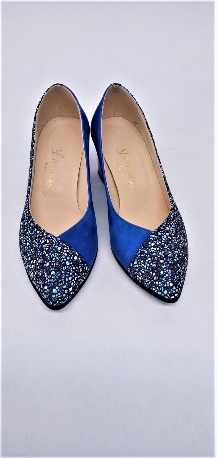 Pantofi albastri din piele naturala cu scripici