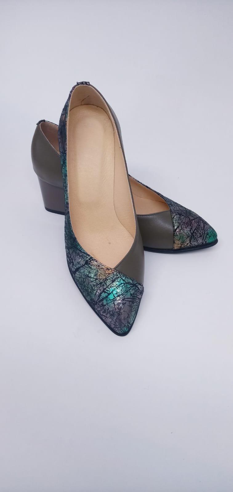 Pantofi din piele naturala cu print abstract