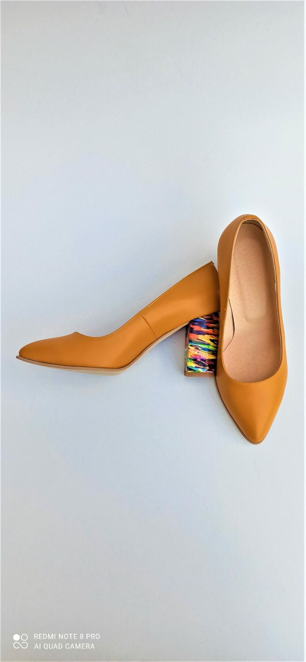 Pantofi portocalii din piele naturala