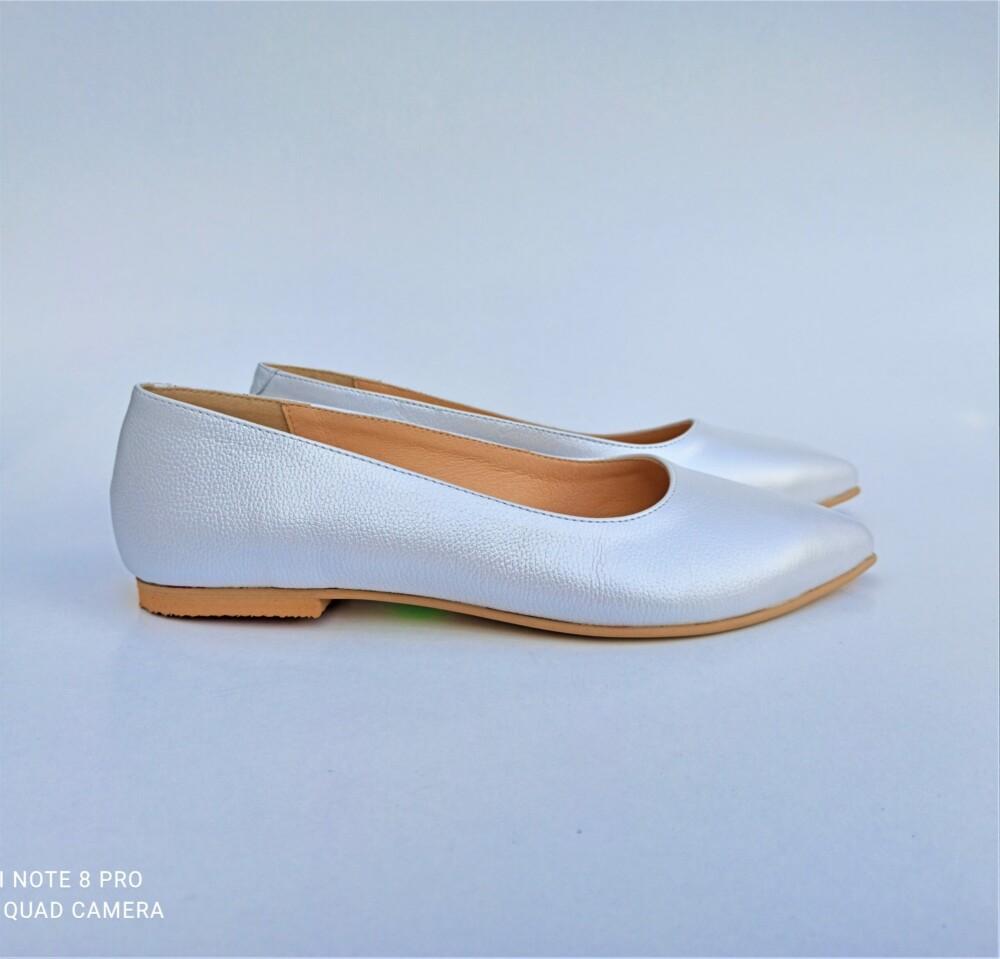 Balerini albi din piele naturala