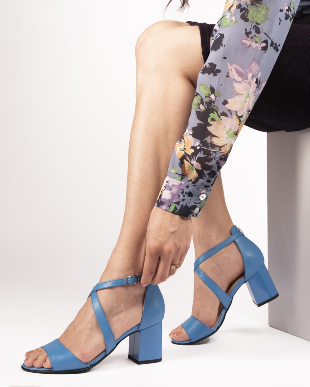 Sandale albastre din piele naturală