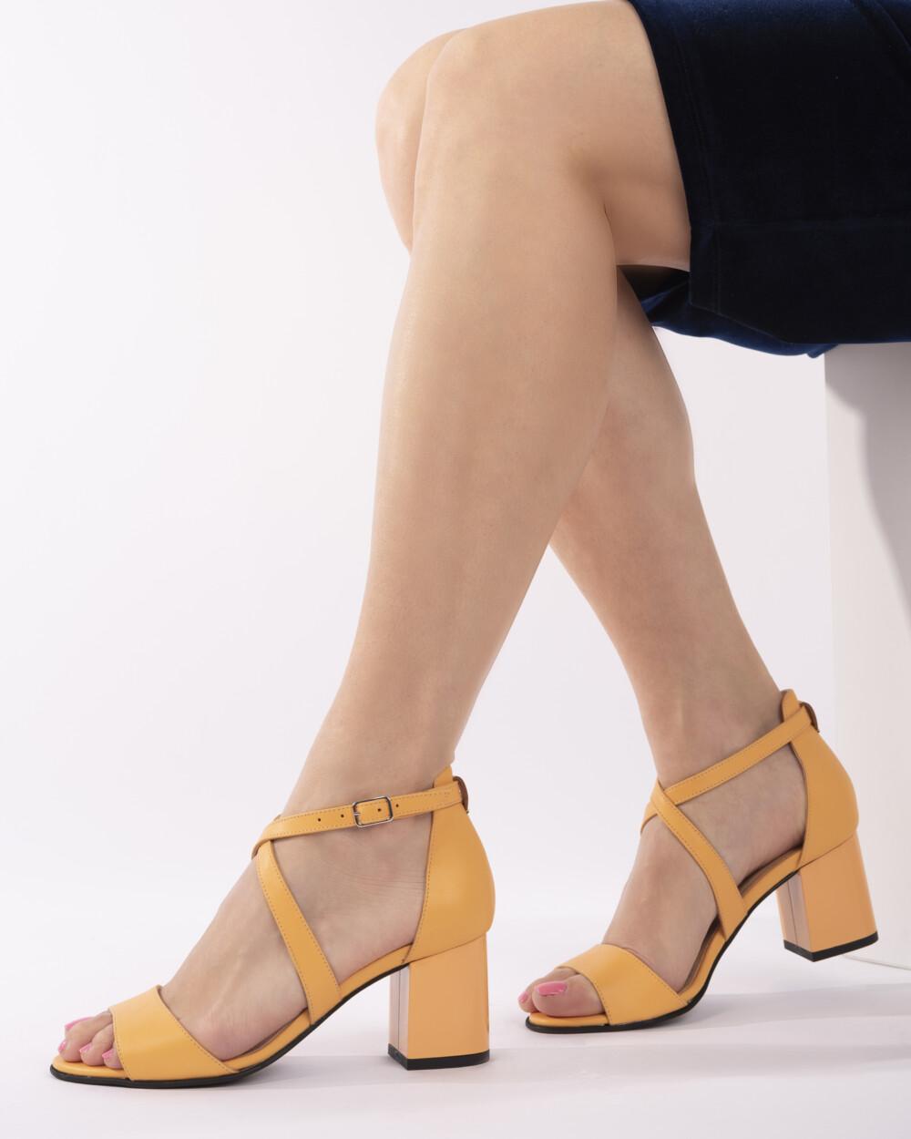 Sandale galbene din piele naturală