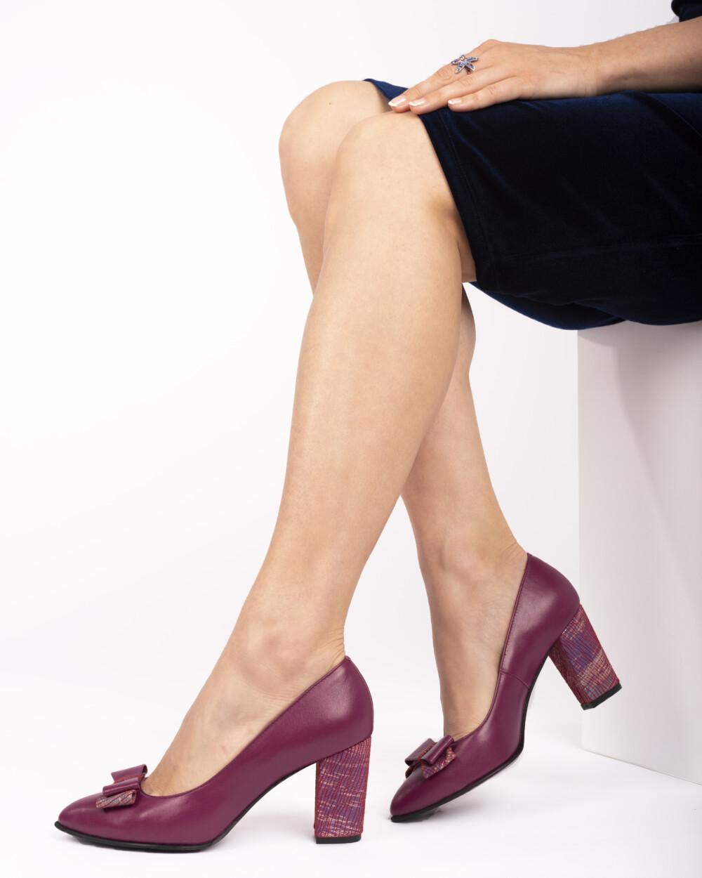 Pantofi vișinii din piele naturală